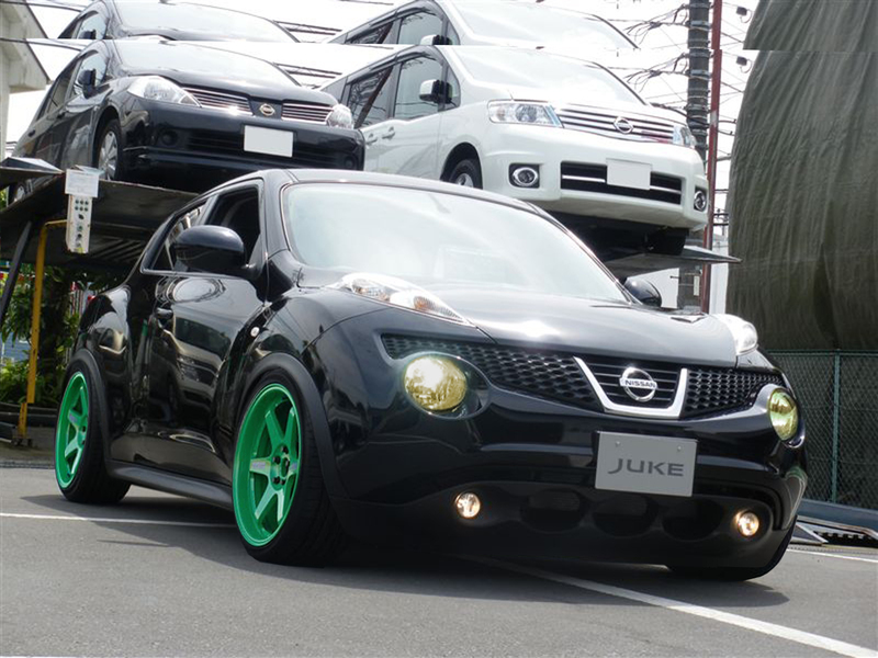 Stanced Nissan Juke after Photoshop